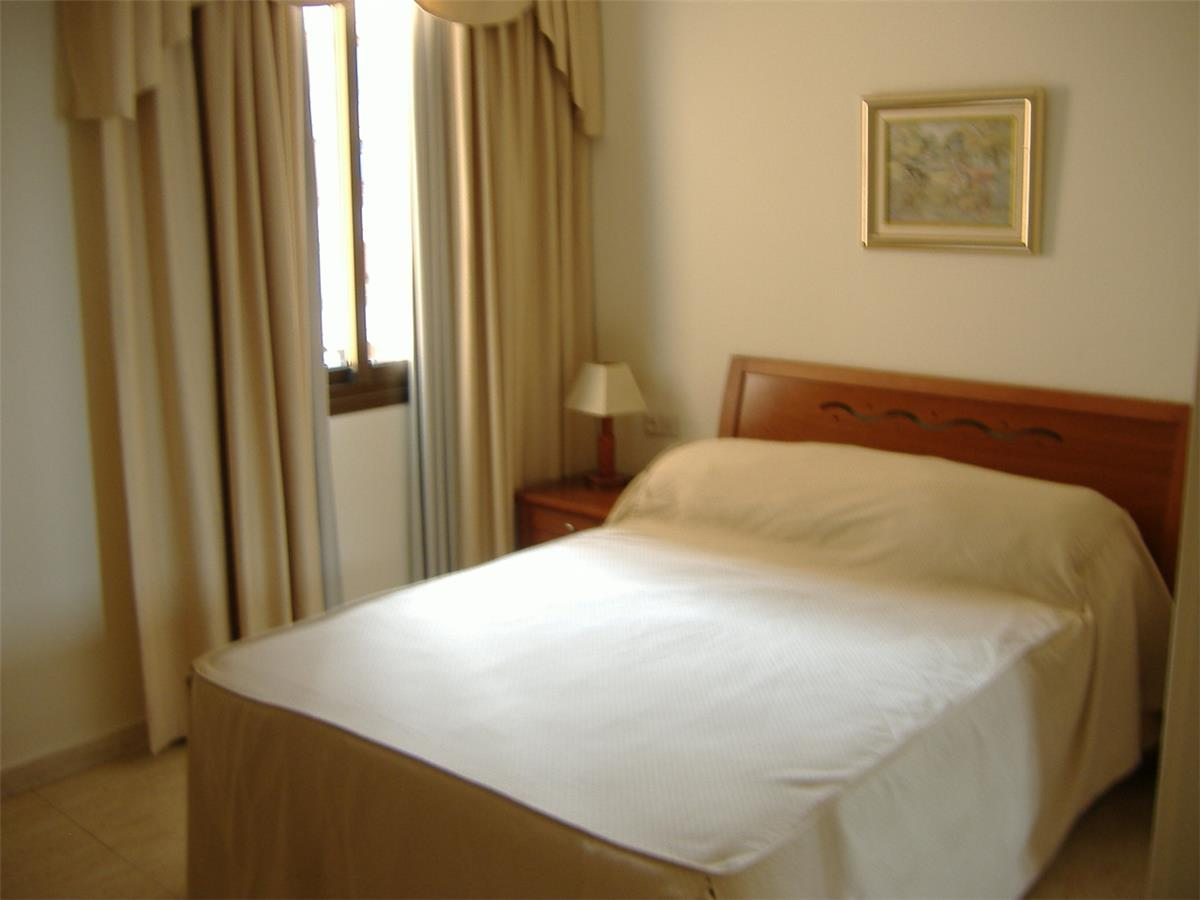 Bedroom 1: Double bed, air conditioned
